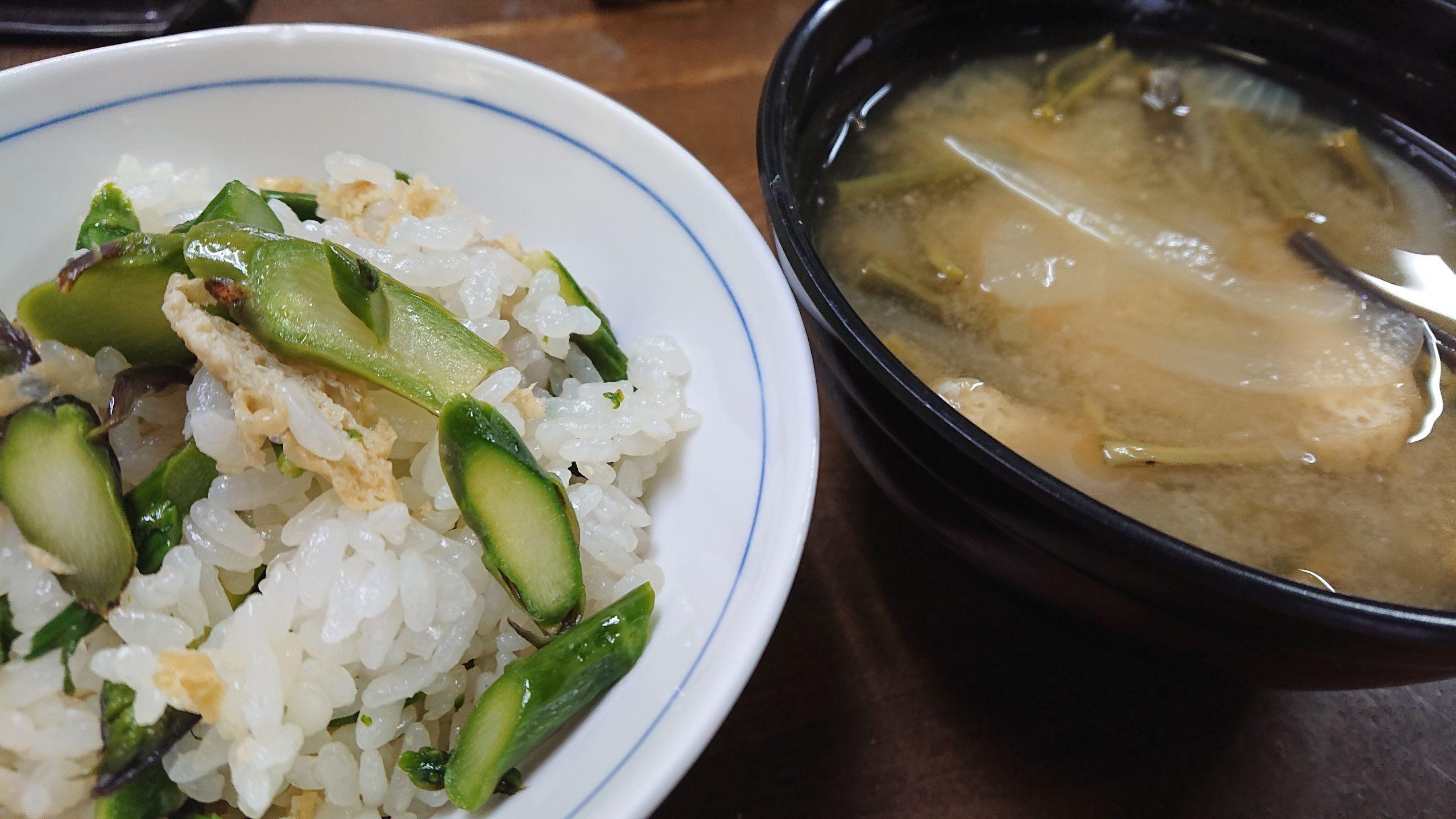 アスパラの混ぜご飯とワラビの味噌汁