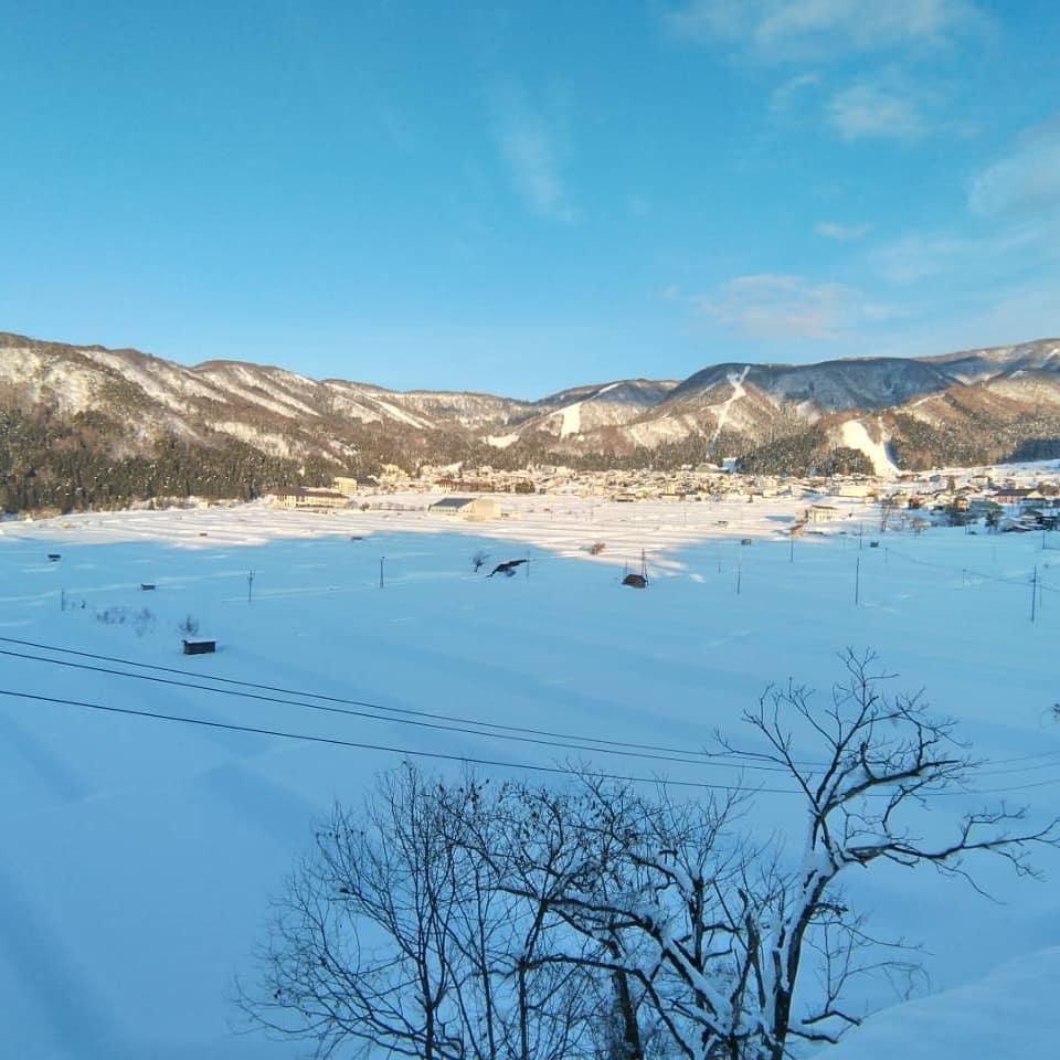 常連のお客さまからの写真をシェア今日の野沢温泉です。気持ち良く晴れました明日からは大荒れの様ですが・・・ #野沢温泉 #民宿 #野沢温泉の宿 #野沢温泉スキー場 #山菜 #雪景色 #スキー #スキー場 #雪 #源六 #げんろく #野沢菜漬け #Nozawaonsen (Instagram)